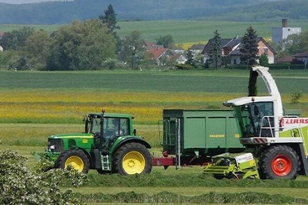 JOSILAC Maschinen während der Gras Ernte