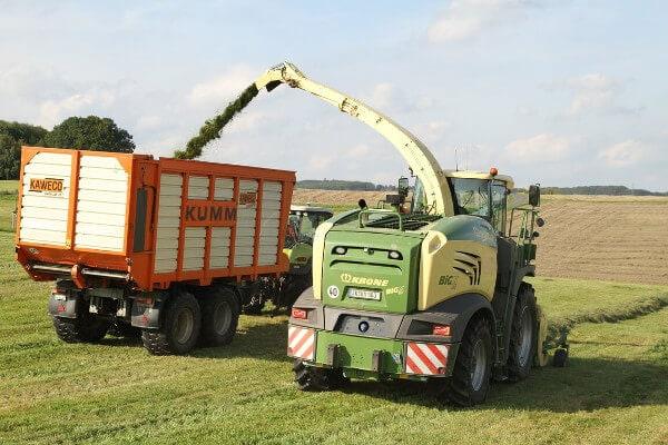 JOSILAC Maschinen währen der Gras Ernte